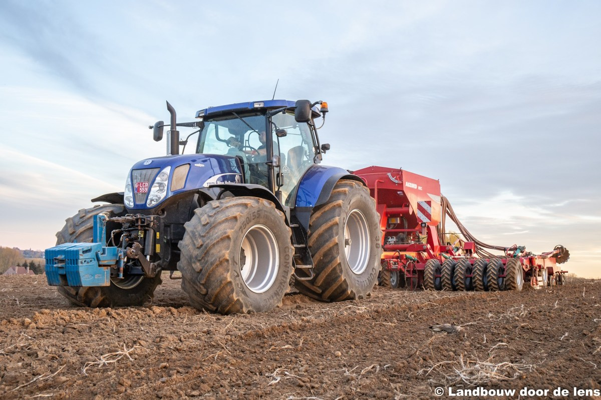New Holland T7070 blue power en Accord MSC 6000